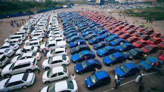Самыми популярными цветами оказались серый, серебристый, белый и черный. В них окрашено 71% отечественного автопарка.