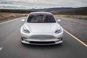 Маск назвал электромобили Tesla слишком дорогими