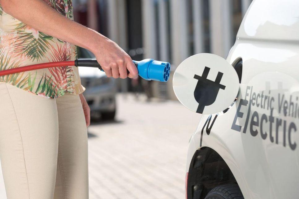 Электромобиль: все, что необходимо знать о его зарядке