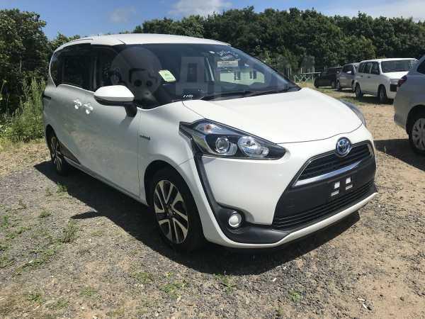 Toyota Sienta, 2015 год, 889 000 руб.
