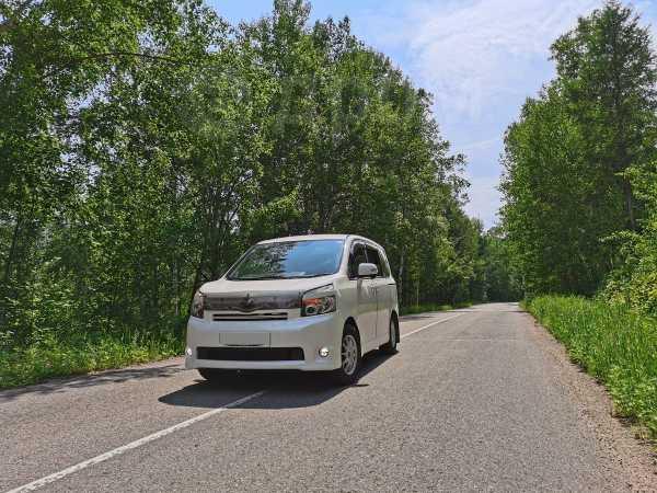 Toyota Voxy, 2008 год, 830 000 руб.