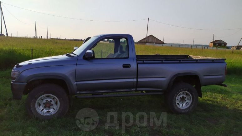 Toyota Hilux Pick Up, 1999 год, 600 000 руб.