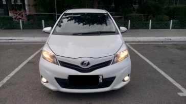 Кызыл Toyota Vitz 2012