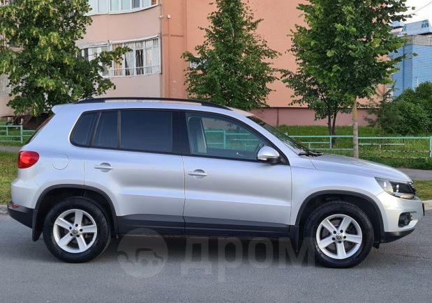 Volkswagen Tiguan, 2011 год, 795 000 руб.
