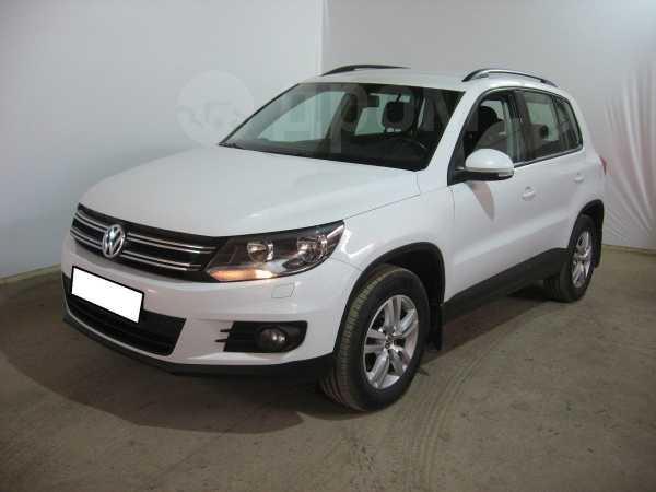 Volkswagen Tiguan, 2015 год, 825 000 руб.