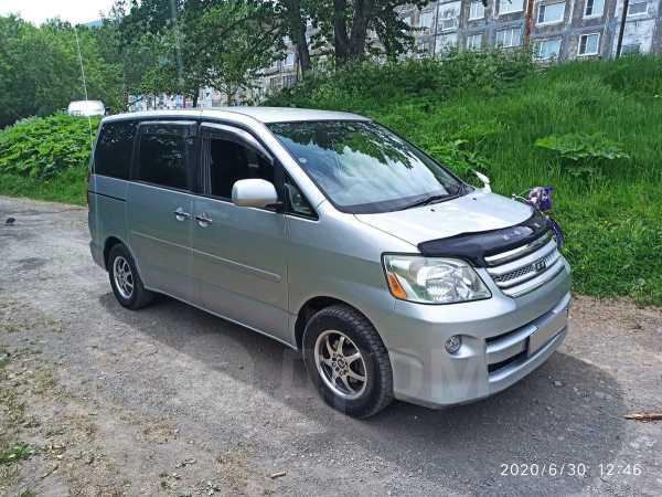 Toyota Noah, 2006 год, 650 000 руб.