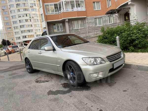 Toyota Altezza, 2001 год, 385 000 руб.