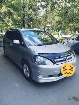 Кызыл Toyota Ipsum 2001