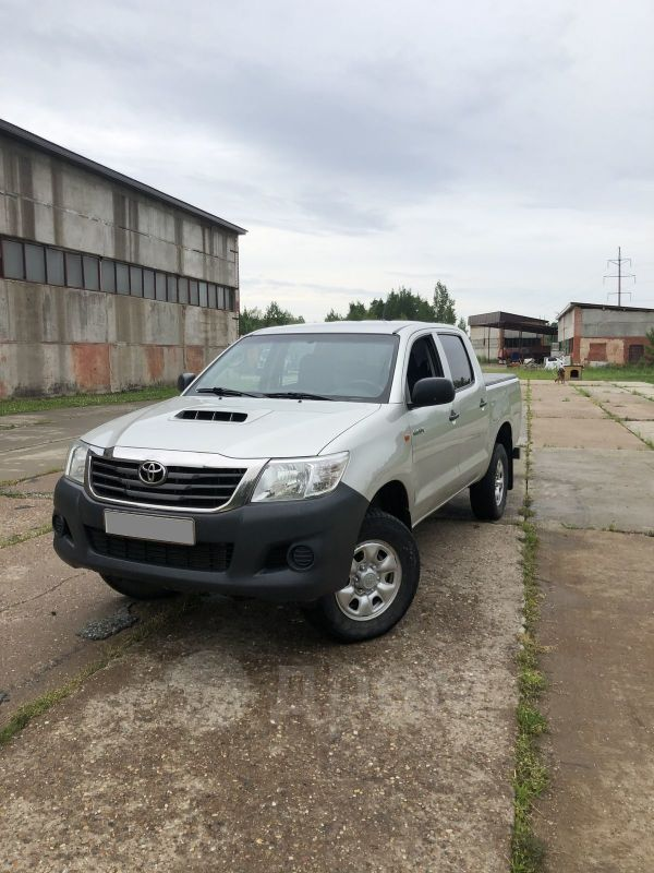 Toyota Hilux Pick Up, 2013 год, 700 000 руб.