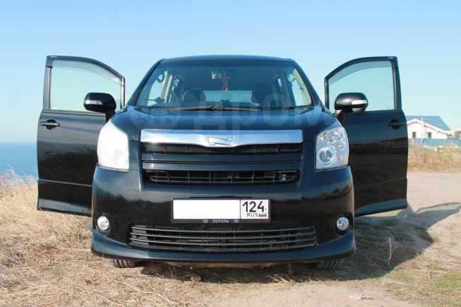 Toyota Noah, 2010 год, 850 000 руб.