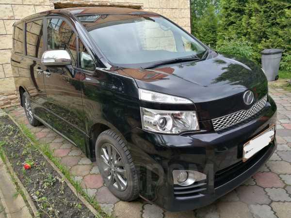 Toyota Voxy, 2012 год, 1 000 000 руб.