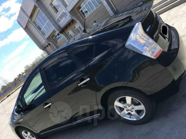 Toyota Prius, 2011 год, 720 000 руб.