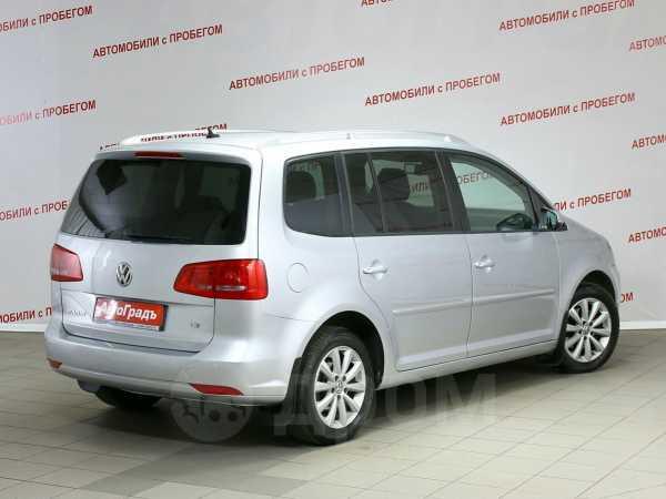 Volkswagen Touran, 2010 год, 599 000 руб.
