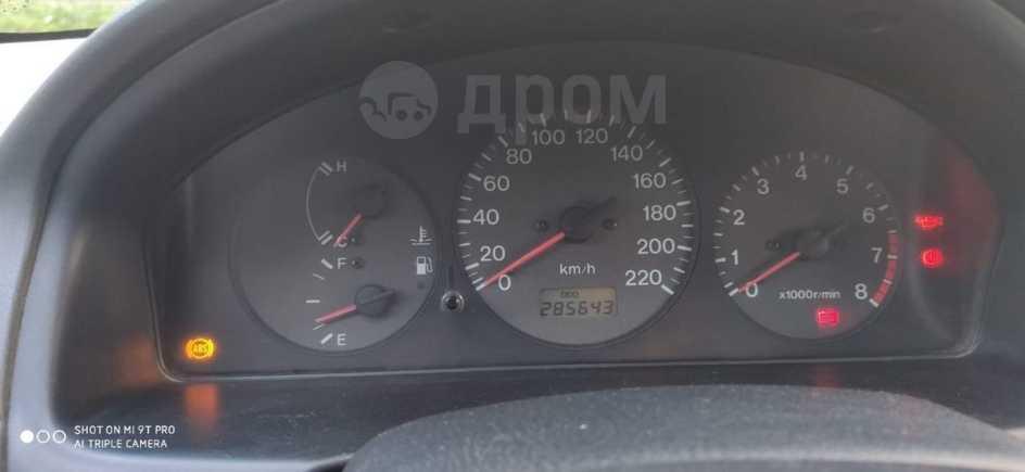 Mazda 323, 1998 год, 180 000 руб.