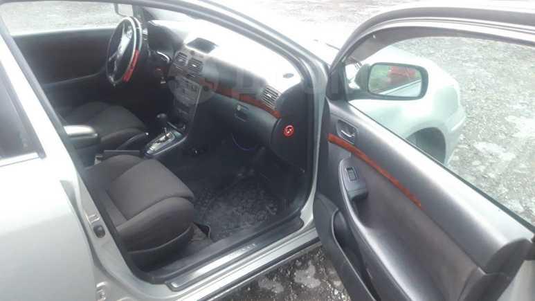 Toyota Avensis, 2003 год, 375 000 руб.