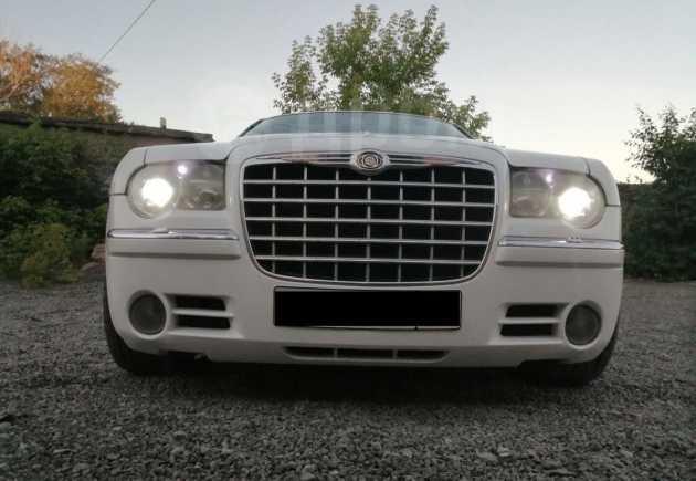 Chrysler 300C, 2005 год, 670 000 руб.