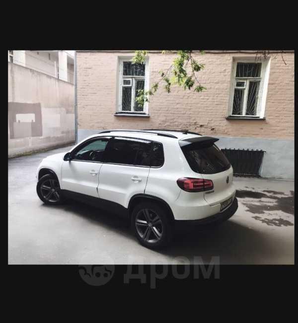 Volkswagen Tiguan, 2012 год, 700 000 руб.