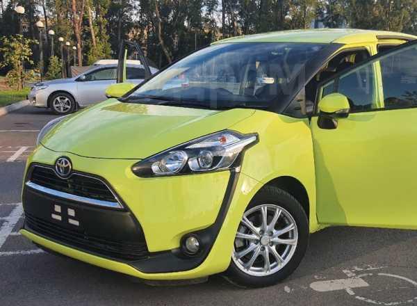 Toyota Sienta, 2016 год, 950 000 руб.