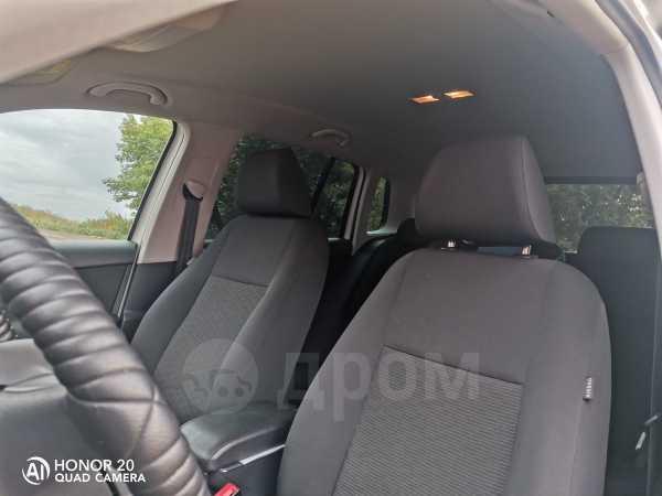 Volkswagen Tiguan, 2011 год, 739 000 руб.