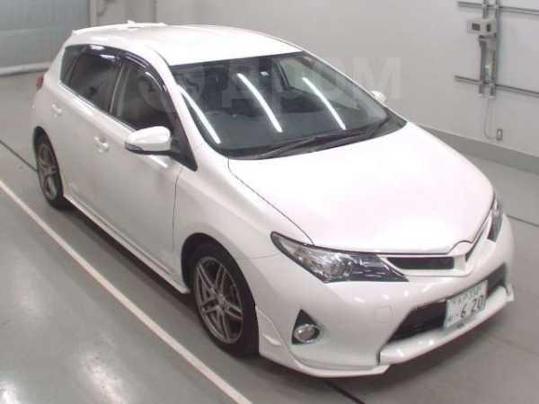 Toyota Auris, 2015 год, 900 000 руб.