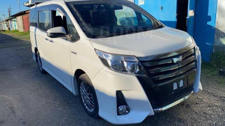Toyota Noah, 2017 год, 1 530 000 руб.