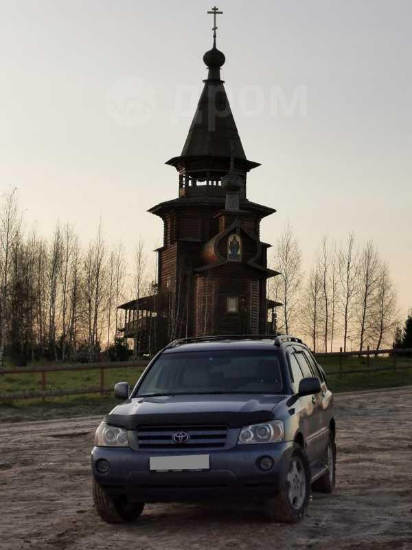 Toyota Highlander, 2004 год, 680 000 руб.