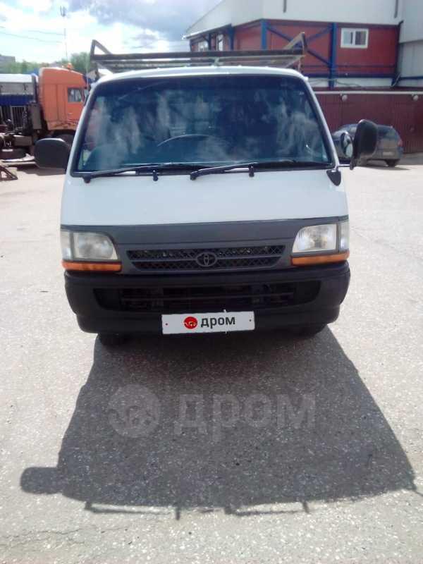Toyota Hiace, 2002 год, 295 000 руб.