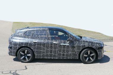 Электрический кроссовер BMW iNext выехал на тестирование