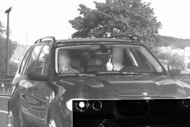 Показавшему средний палец водителю увеличили штраф в 75 раз