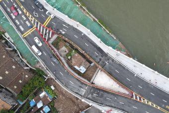 В Китае скоростную трассу пришлось построить вокруг крошечного дома, хозяин которого отказался переезжать (ВИДЕО)