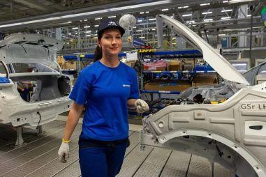 Российский завод Hyundai вернулся к работе в три смены