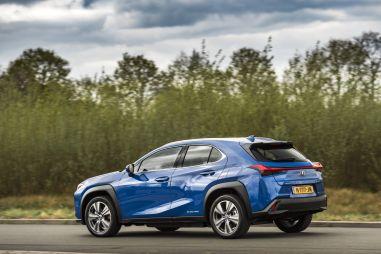 Lexus назвал цены электрического кроссовера UX 300e для Европы
