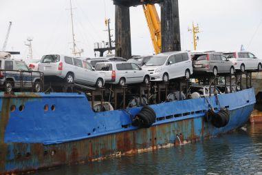 ФТС: импорт автомобилей в Россию упал на 35%, экспорт — еще сильнее