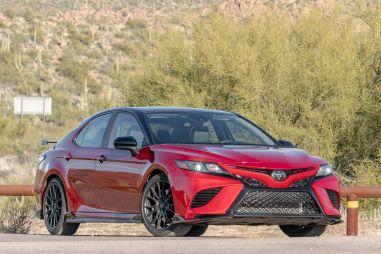 Toyota расширяет ассортимент седанов в США, в то время как конкуренты уходят с рынка