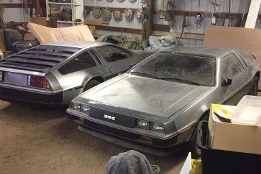 Два культовых DeLorean с минимальным пробегом почти 40 лет простояли в сарае