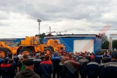 Рабочие БелАЗа бастуют из-за выборов президента