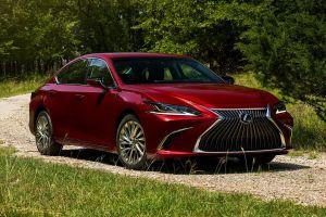До седана Lexus ES добрался полный привод