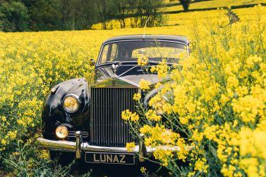Британцы превратили классические Роллс-Ройсы в электромобили