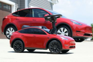 В США можно будет купить Tesla Model Y за $100. Для детей