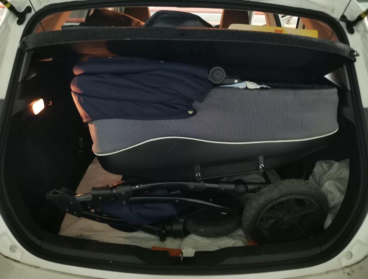 Коляска помещается в багажник. Что еще от него надо?