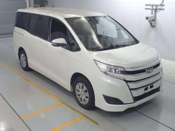 Toyota Noah, 2015 год, 1 750 000 руб.