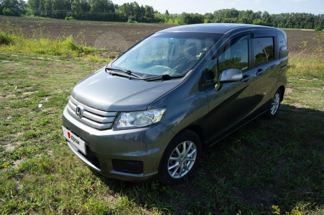 Honda Freed Spike, 2012 год, 690 000 руб.