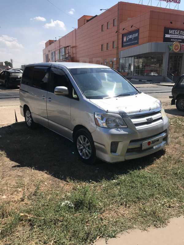 Toyota Noah, 2005 год, 430 000 руб.