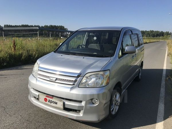 Toyota Noah, 2006 год, 575 000 руб.