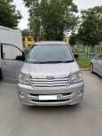 Toyota Noah, 2004 год, 720 000 руб.