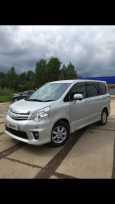 Toyota Noah, 2012 год, 830 000 руб.