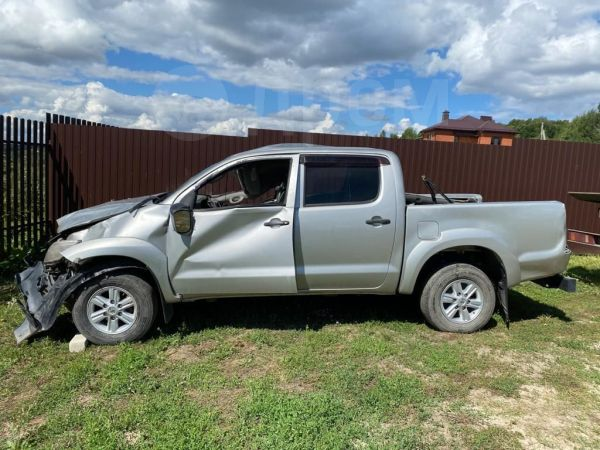 Toyota Hilux Pick Up, 2012 год, 400 000 руб.