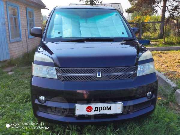 Toyota Voxy, 2004 год, 530 000 руб.