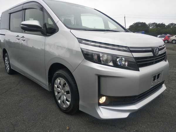 Toyota Voxy, 2015 год, 1 220 000 руб.