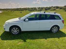 Кызыл Opel Astra 2011